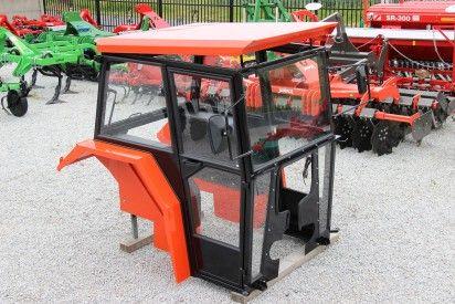 Kabina do ciągnika MF 235-255  z błotnikami lux