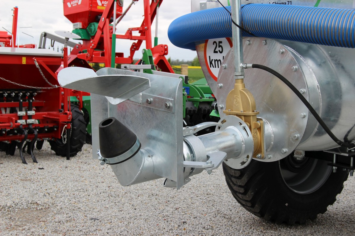 Ogromny Wóz asenizacyjny 4000-1/S - AGROMIL - Maszyny rolnicze, części do NZ08