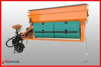 Posypywarka ciągniona  T132 ładowność 5500 kg
