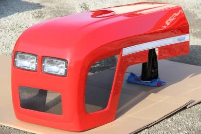 Maska do ciągnika C-360 model 2017 czerwona  firmy Naglak