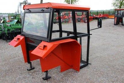 Kabina do ciągnika MF-235-255 z błotnikami